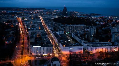Gdynia Nocą - Widok na ul. Władysława IV i Świętojańską